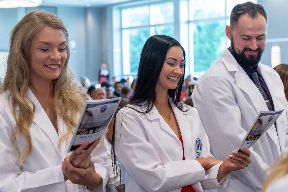 pharmacy-school-graduation-at-neomed