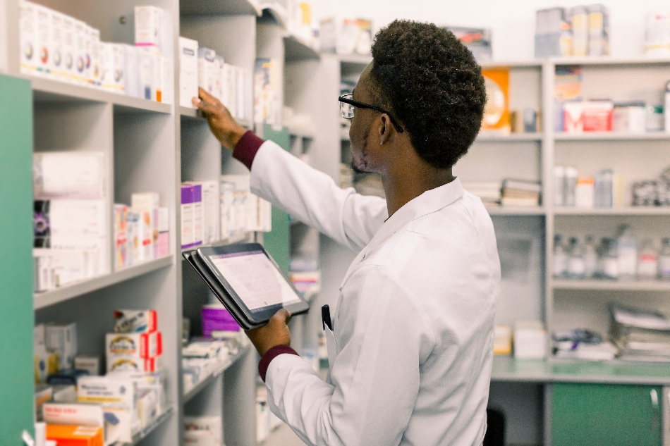 retail-pharmacist-1